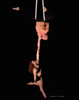 anouk-nathan-aerial-silks-duo-one-hand-hang